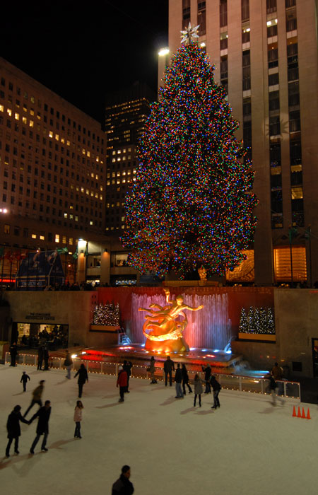The Xmas tree at Rockefeller Center, New York, November, 30th. - Live Webcam - Updated Every Now And Then...